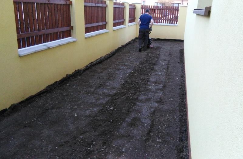 Po hlubším zkypření zeminy došlo na lehké zhutnění