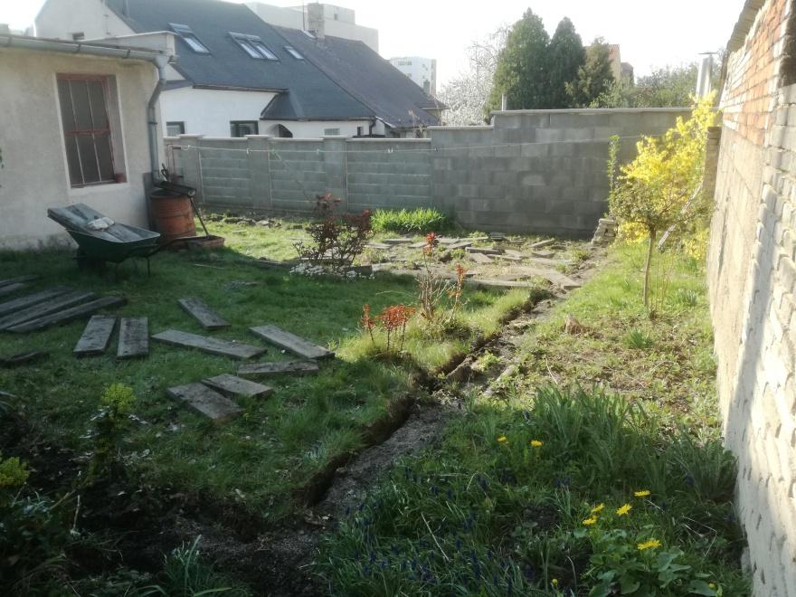 Pohled na zahradu před rekultivací