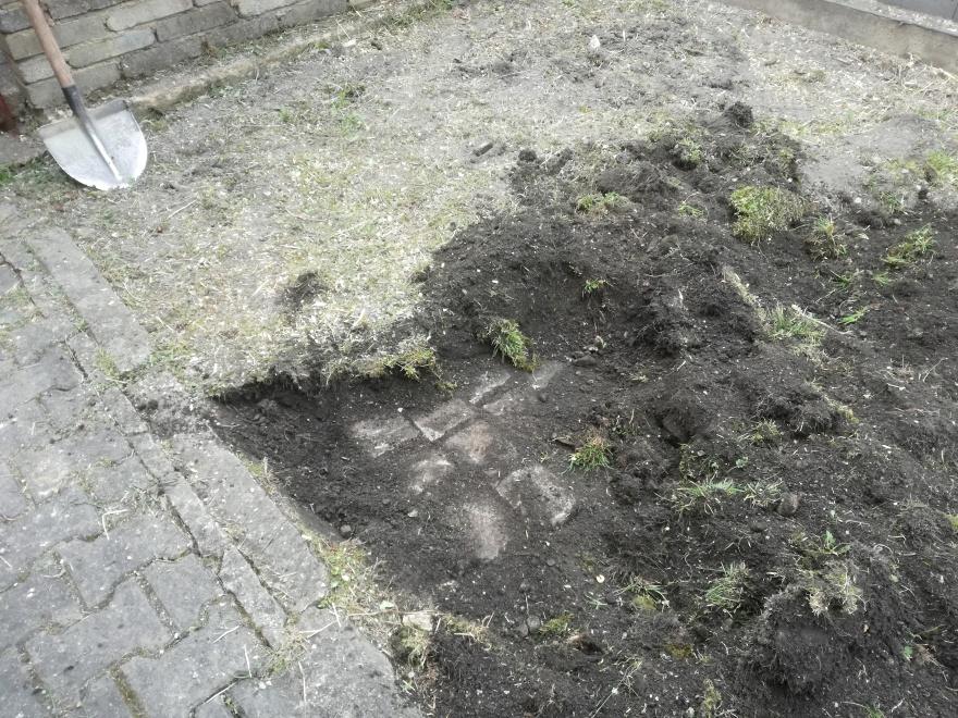 Nečekaný objev, původní starý chodníček který byl po dlouhá desetiletí ukryt pod půdou